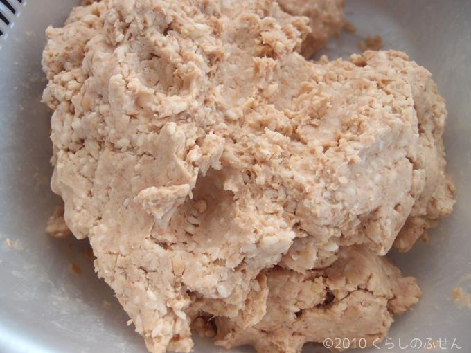 塩と麹を混ぜた大豆